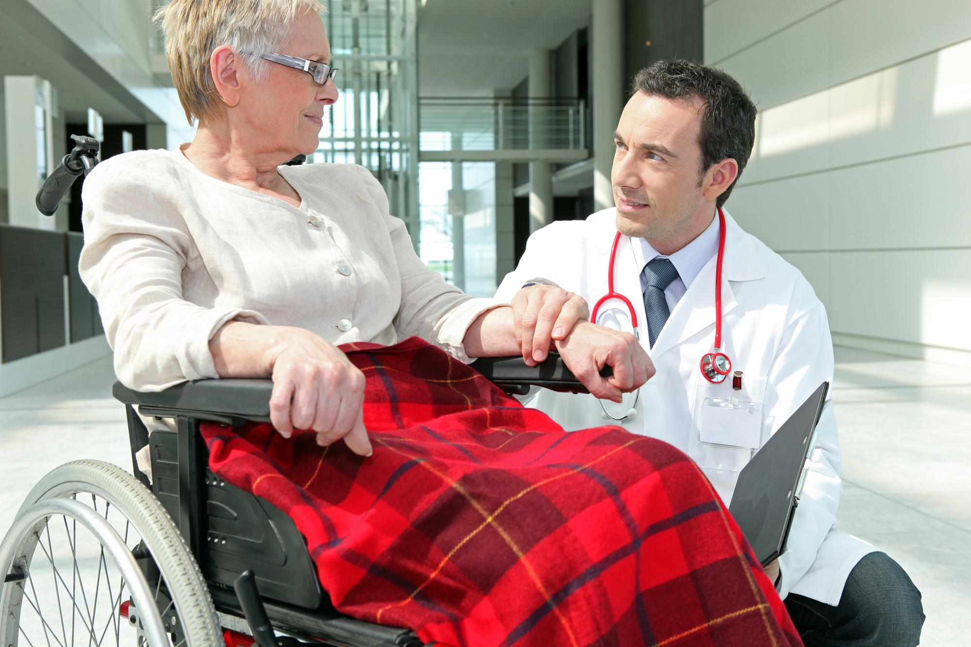 helpful-doctors-with-patient